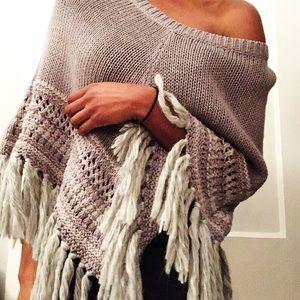 American Eagle Knit Poncho in Grey